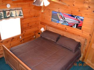 HOT ROD HIDEOUT CABIN - PIGEON FORGE FUN!, Pigeon Forge
