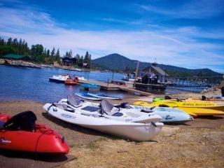 WOW! DISCOUNTED!   LAKEVIEW!  WALK TO  LAKE & Marina VIEWS! HOT TUB, GAMEROOM, Big Bear Region