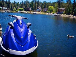 $95 per night! PRIVATE BOAT DOCK!  LAKEFRONT!  HOT TUB! ROMANTIC  VIEWS!, Big Bear Region