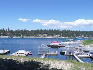 LAKEFRONT!  Boat Dock, Hot Tub  VIEWS  3 bedroom 3 bath  sleeps 11 ppl.