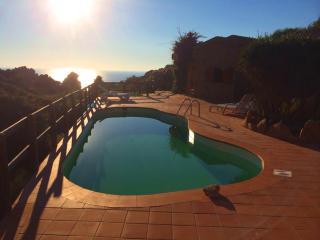 VILLETTA SOLE 2 CON PISCINA DA 2 A 18 PERSONE, Costa Paradiso