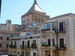 Il Papiro, San Nicola l'Arena