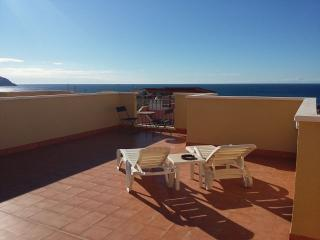 Family Villa with Wi-Fi, Air Con and Sea Views, Isla Plana