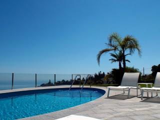 Absolutely stunning 5 bedroom villa. Sea views, Salobrena