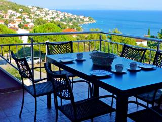 NEW!Great View, Pool & peaceful/Close to the Beach, Okrug Gornji