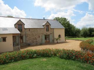 Large 4 bed gite in S. Brittany with heated pool, Grand Fougeray