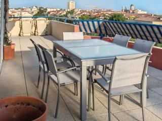 Spacious flat with WiFi & balcony, Fréjus