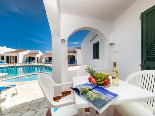 Menorquinas suitable houses of 1 and 3 bedrooms, Cala Blanca