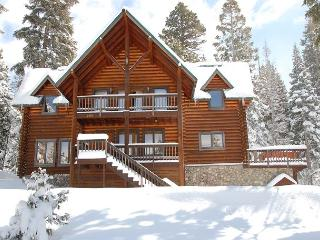 South Lake Tahoe Log Home with Hot Tub and Views of Mt. Tallac – Great Trails