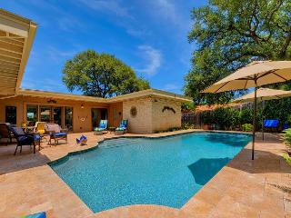 3 BR/2 BA Resort-Style Home in Lakeway with Pool and Lake Views Sleeps 8