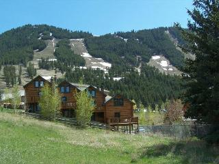 Panoramic Jackson Hole Log Townhouse - Your Adventure Basecamp!