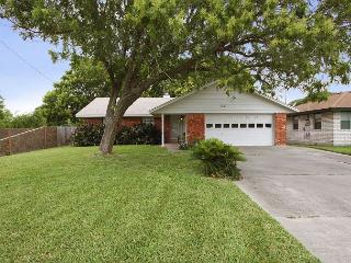 3BR Rockport Home, Walk to Bay, Minutes to Beach!
