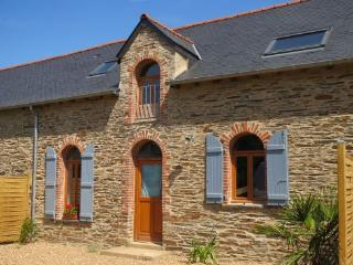 S. Breton 4 bedroom farmhouse with heated pool, Grand Fougeray