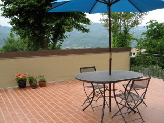 Private Studio. Views. 10m walk to Barga