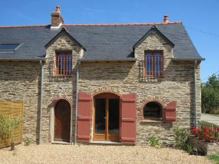 Two bedroomed gite with heated pool in S. Brittany, Grand Fougeray