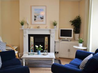FALMOUTH HOLIDAY COTTAGE CLOSE TO BEACH AND TOWN