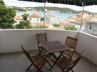 Beautiful apartment for three persons, Tisno