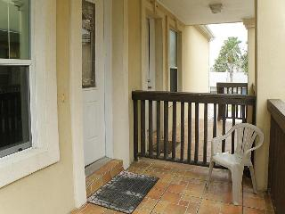 Upgraded condo w/ shared pool, only a 1/2 block from the beach, Port Isabel