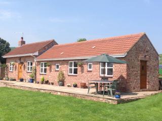 Honeysuckle Cottage, Two ensuites, warm dog shower, Westbury on Severn