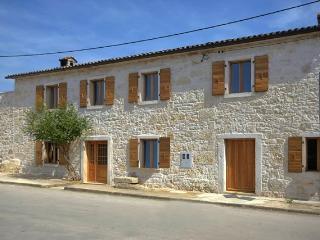 Lovely Istrian stone house near Porec