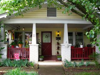 Charming Romantic West Asheville Bungalow -