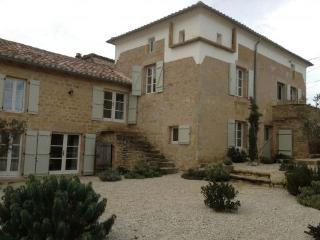 Farmhouse with pool, 4 beds and great interiors., Verfeil