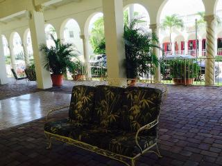 Palm Beach Hotel Condo Luxury Queen Studio