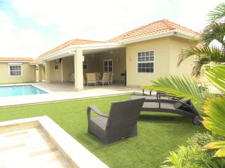 GREAT CLEAN LARGE Villa in North USD 185,00, Noord