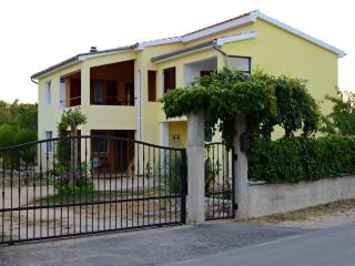 Apartment Carpe Diem, NP Krka, Drinovci