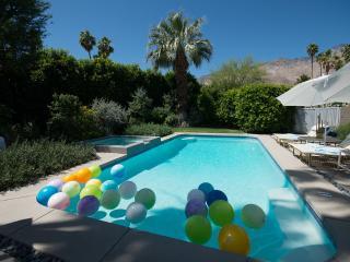 Mountain close! Pool and hot-tub!