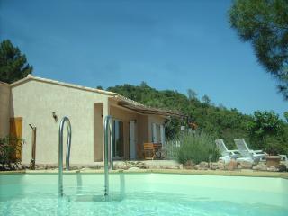 Villa avec piscine hors sol à 10mn de la mer