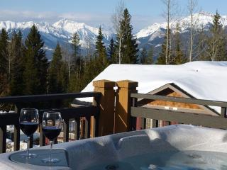 Top Floor 2 BR with Great View & Hot Tub, Golden
