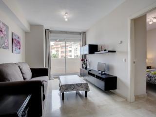 Apartamento coqueto + plaza de garaje, Estepona