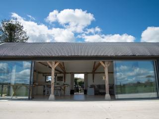 Luxury double bedroom accessible converted barn., Salisbúria