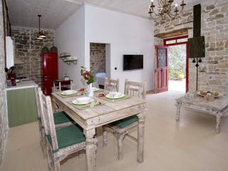 Villa Eleonas, Magaziá