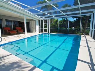 3BR/2BA Waterfront w/Heated Pool, Pvt Dock & Lanai, San Petersburgo