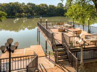 REDUCED AUGUST AND SEPTEMBER RATES! 'Guadalupe River Lodge' – Spacious 7BR Waterfront Home w/Fantastic Outdoor Space & Additional Sleeping Cottage – Phenomenal River Location w/Easy Access to Outdoor Recreation & Renowned Attractions!, Seguin