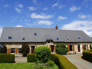 Beautiful peaceful gite with pool, Vire-Normandie