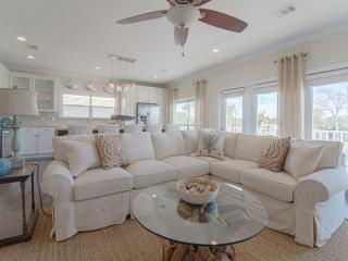 JUST BUILT-COASTAL DECOR-PRIVATE POOL-GOLF CART, Miramar Beach
