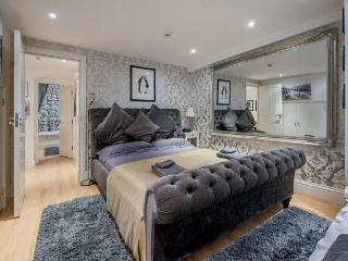 The Fountain Apartment (With Parking for 2 Cars), Bath
