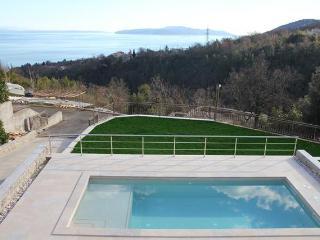 TH03617 Villa Silvija