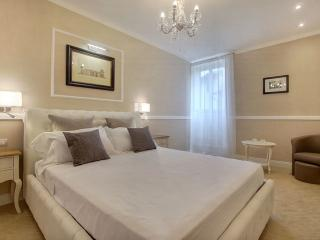 Neri Elegant apartment in Santa Croce with WiFi & lift., Florence