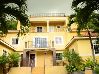 Palm Luxury Villas, Kingston