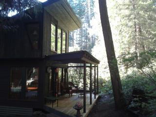 The Fiddlehead Cottage, Halfmoon Bay