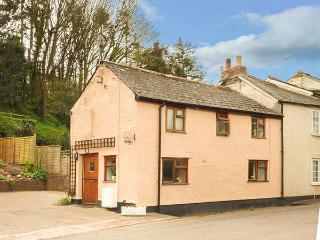 APRIL COTTAGE, cosy, romantic cottage, dressing room, woodburner, terraced garden, in Roadwater, Ref 920639