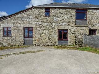 FOXES, barn conversion, shared lawned garden, off road parking, Lanivet, Ref 936311