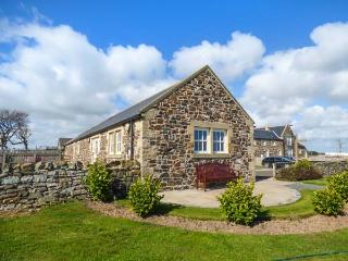 LONG CART COTTAGE stone-built, child-friendly, near beach, WiFi in Embleton Ref