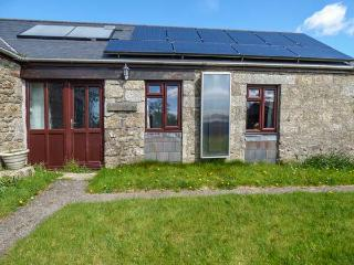 KESTREL CORNER, shared lawned garden, electric coal-effect fire, countryside location, Lanivet, Ref 936828