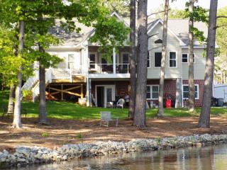 Lake Gaston New 5 bedroom 4 bath Lakefront home