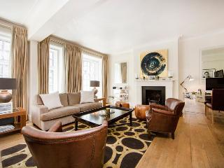 Modern and well presented two bedroom apartment superbly located in the heart of Marylebone, Londen